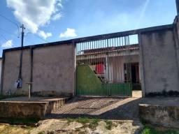 Casa com dois quartos sala cozinha banheiro área na frente área de serviço atrás!!!