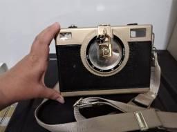 Bolsa em formato de câmera fotográfica, usada uma vez