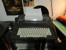 Máquina de datilografia eletrônica Brother AX-325