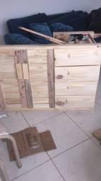 Moveis de palets e pinos e madeira de demolição