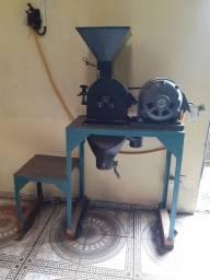Vende-se uma máquina de fabricação temperos e rações tritura milho