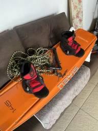 Título do anúncio: Prancha de wake navis com bota novinha!