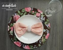 Sousplat floral rosa e marrom - Decoração de mesa