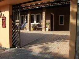 Casa com 03 dormitórios e piscina, no Jardim Mar e Sol, em Peruibe