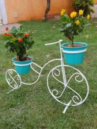 Bicicleta decorativa de jardim