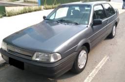 Ford Versailles 1993/94 em rara conservação