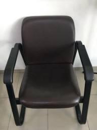 Título do anúncio: Cadeira em courvim