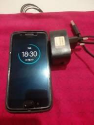 Título do anúncio: Vende-se um celular Moto G5 normal 32 GB tela original na película e sem trincos