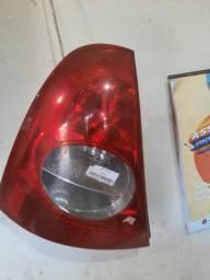 Lanterna esquerda do Renault clio hatch