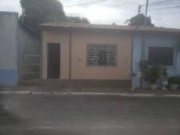 Alugo Casa no Bairro Dom Aquino.