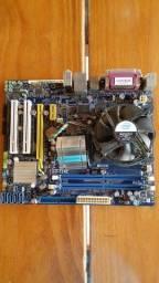 Título do anúncio: Placa mãe Foxconn com processador Intel, com dissipador solto.