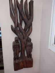 Arte em madeira rústica peça muito antiga