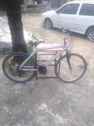 Título do anúncio: Bicicleta de alumínio aro 26 com macha semi - nova !!!