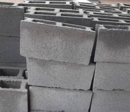 vendo blocos de concreto para construção