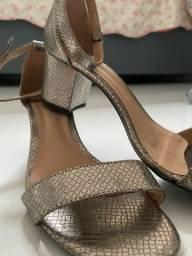 Título do anúncio: Sapato de salto novo