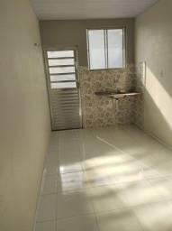 Título do anúncio: Alugo quarto suite atrás do bosque já incluso água e luz