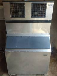 Vende-se duas máquinas de gelo