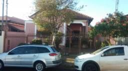 Casa à venda com 3 dormitórios em Centro, Jaboticabal cod:V1797