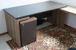 Mesa para Escritório em L com gaveteiro e balcão