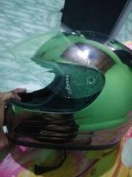 Vende-se capacete cromado tamanho 64