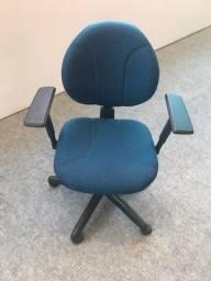 Título do anúncio:  Cadeiras para escritorio com braço em otimo estado