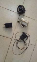 4 Carregadores de Celular Velhos