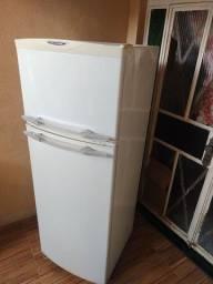 Título do anúncio: Linda geladeira Brastemp 360 litros está faltando gaz