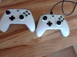 Xbox one S pouco tempo de uso na caixa