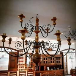 Lustre Para 12 Lâmpadas em Madeira e Ferro - Cód 512