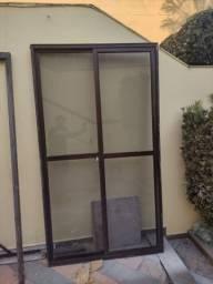 Título do anúncio: Porta de sacada de correr em alumínio e vidro