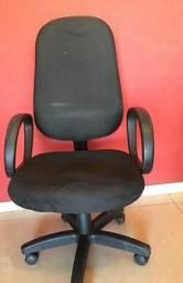 Cadeira ergonômica com regulagem de altura