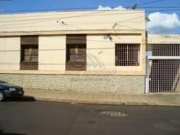 Casa à venda com 3 dormitórios em Centro, Jaboticabal cod:V2572