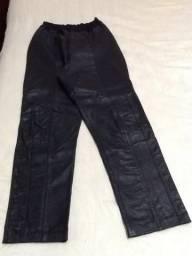 Calça de couro preto