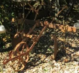Plantadeira antiga (ótima para decoração de jardins)