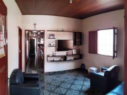 Casa com 1 suíte, 2 quartos, área de serviço com 2 depósitos