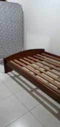 Título do anúncio: Cama de casal em madeira, tamanho padrão.