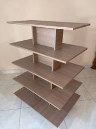 Expositor piramide em madeira