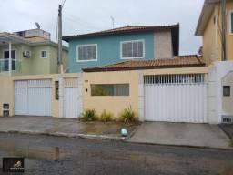 Casa com 02 quartos amplos, closet, piscina e churrasqueira. Bairro Nova São Pedro