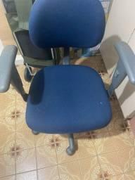 Título do anúncio: Cadeira de escritório giratória - Usada