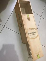 Título do anúncio: Caixa de madeira Perrier Jouet
