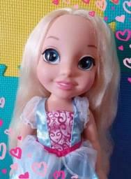Título do anúncio: Boneca Cinderela <br>