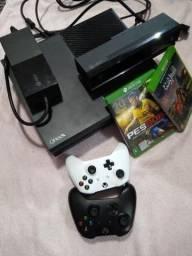 Xbox One completo com kinect, 2 controles e jogos. Excelente vídeo game!!