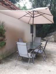 Mesa com Guarda-Sol e 4 cadeiras para Jardim