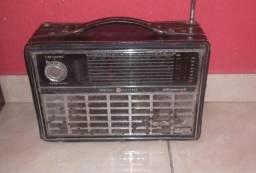 Rádio antigo funcionado Itaquaquecetuba