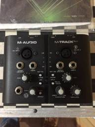Placa de áudio interface M-Track Plus