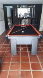 Mesa com 4 Pés Laterais Cor Preta Tecido Preto e Borda Vermelha Mod. OCYM3012
