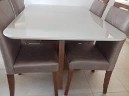 Mesa para 4 cadeiras de madeira maciça