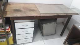 Mesa para acabamento industrial