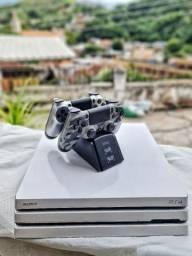 PS4 PRO com 2 controles