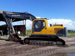 Escavadeira Volvo EC 210